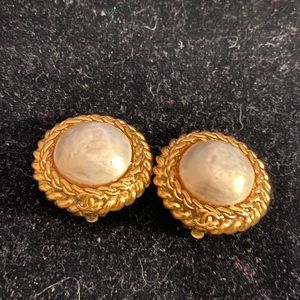 CHANEL Vintage Glass Pearl Clip-on Earrings